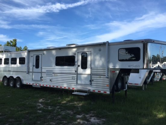 2008 Sundowner 8017  4 Horse Slant Load Gooseneck Horse Trailer With Living Quarters